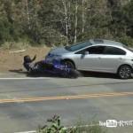 """Trượt bánh sau, cả người lẫn xe """"chui"""" gầm Civic"""