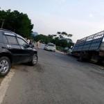 Hòa Bình: Va chạm với Toyota RAV4, ô tô tải sập cầu trước