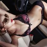 Kiều nữ khoe đường cong nóng bỏng bên Lexus IS250