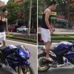 Thanh niên không đội mũ bảo hiểm đi xe máy bỏ tay