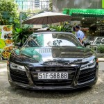 Siêu xe Audi R8 V10 giá 12 tỷ trên đường phố Sài Gòn