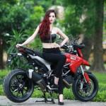 Người đẹp Hồng Nhung khoe dáng bên siêu xe máy
