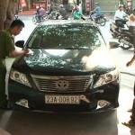 Xe sang Mercedes C250 ở Hà Giang bị vặt gương