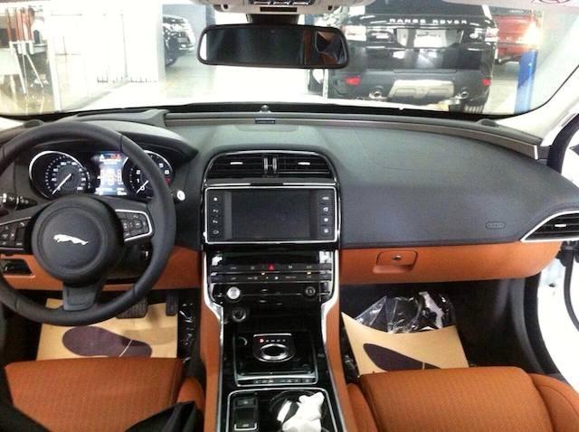baoxehoi-noi-that-sang-trong-xe-jaguar-anh-quoc