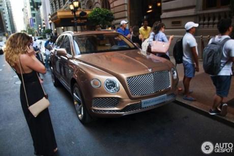 Bentley-suv-tren-duong-pho-my