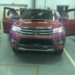 Xe bán tải hot Toyota Hilux giá bán rẻ 693 triệu đồng