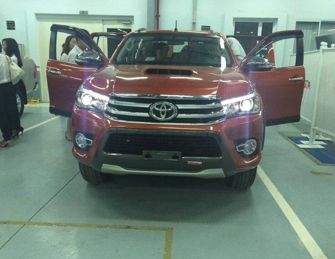 toyota-hilux-duoc-mong-cho-baoxehoi