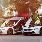 Bộ đôi siêu xe thể thao BMW i8 trắng xuất hiện cùng lúc
