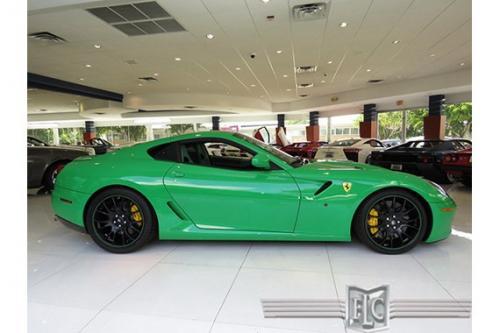 nhin-ngang-sieu-xe-Ferrari-599-GTB