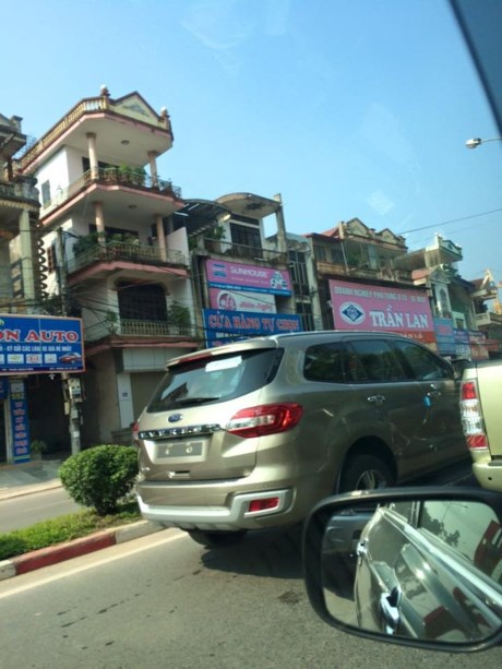 nhin-xe-suv-ford-tai-thai-nguyen