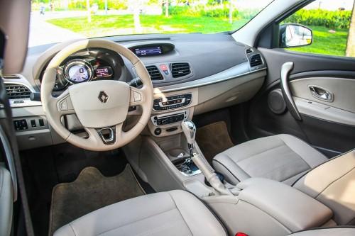 noi-that-xe-Renault-moi