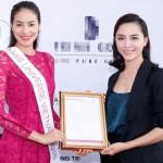 Hoa hậu Phạm Hương rạng rỡ vì được mọi người tôn trọng và ủng hộ