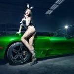 Chân dài khoe dáng bên siêu xe Lamborghini Murcielago LP640-4 màu xanh