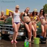 Choáng dàn chân dài quyến rũ rửa xe mát mẻ