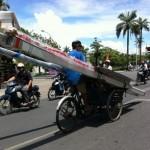 Những pha chở hàng dài ngoằng trên phố