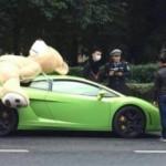 Đại gia chở gấu bông trên siêu xe lamborghini Gallardo bị bắt
