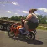 Khi chủ xe béo phì lái môtô phân khối lớn