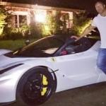Tài tử phim hành động Dwayne không ngồi vừa siêu xe Ferrari LaFerrari