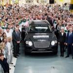 Thủ tướng Anh dự lễ siêu xe SUV Bentley Bentayga đầu tiên ra mắt