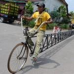 Xe đạp dài 13 mét bị phá kỷ lục bởi xe dài 36 mét