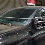 """Xe Lexus RX350 """"bảo vệ"""" gương tối tân ở Hà Nội"""