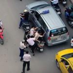 Video chàng trai bị 3 cô gái đánh như phim