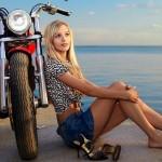 Nam giới phải thán phục phụ nữ biểu diễn siêu xe máy