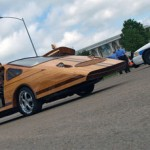 Siêu xe gỗ khoe dáng trên phố