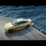Choáng màn Drift siêu xe BMW M3 trên tàu sân bay