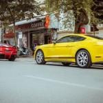 Siêu xe Ferrari F12 Berlinetta đọ dáng cùng Ford Mustang ở Hà Nội