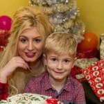 Mẹ đi đóng phim đen để mua quà Noel cho con trai