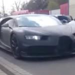 Siêu xe Bugatti Chiron chạy phô trương trên phố