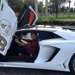 Video Nam ca sỹ Tuấn Hưng lái siêu xe Lamborghini tại Mỹ