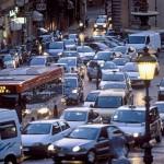 Ý hạn chế ô tô đi trên đường để giảm ô nhiễm không khí