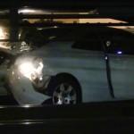 Xe Honda Civic bị tàu đâm vì mắc kẹt đường ray