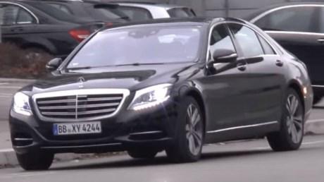 xe-mercedes-s-class-tren-duong-thu