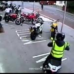 6 tên cướp siêu xe máy bị chủ cửa hàng đuổi hết
