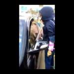 Vợ trèo lên xe ô tô đánh ghen chồng và nhân tình