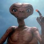 Em bé sơ sinh có mặt giống người ngoài hành tinh