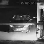 Cô gái tiết kiệm tiền gửi xe bằng cách giả ma dọa bảo vệ