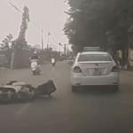 Xe máy đi lấn làn bị ô tô húc ngã