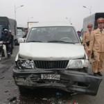 3 xe đâm nhau ở Cầu Vĩnh Tuy gây ùn tắc