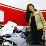 Hot girl đi siêu xe Ducati 1199 Panigale giá tiền tỷ