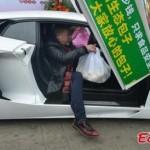 Người đàn ông lái siêu xe Lamborghini 30 tỷ đi bán bánh bao