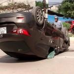 Xe Mazda 3 bị tai nạn lật ngang đường ở Thái Nguyên