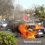 Nhân viên nẹt pô cho oai làm cháy xe Lamborghini của khách