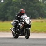 Video lái siêu xe môtô ở tốc độ 250 km/h làm anh chàng đi tù 2 năm