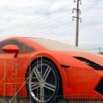 Siêu xe Lamborghini Gallardo mô hình khổng lồ bị cháy