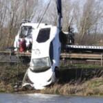Siêu xe Lamborghini hàng chục tỷ vừa mua bị rơi xuống hồ