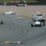 Xe cứu hộ đâm nhiều siêu xe F1 trên đường đua